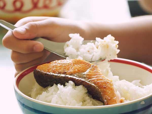 Mơ thấy ăn cá to là điềm báo gì?