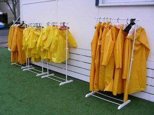 Mơ thấy áo mưa là điềm báo lành hay dữ?