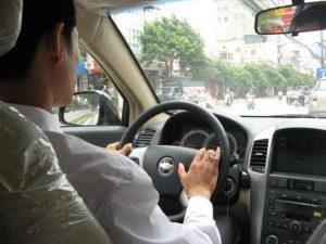 Mơ thhấy lái xe ô tô là điềm báo gì?
