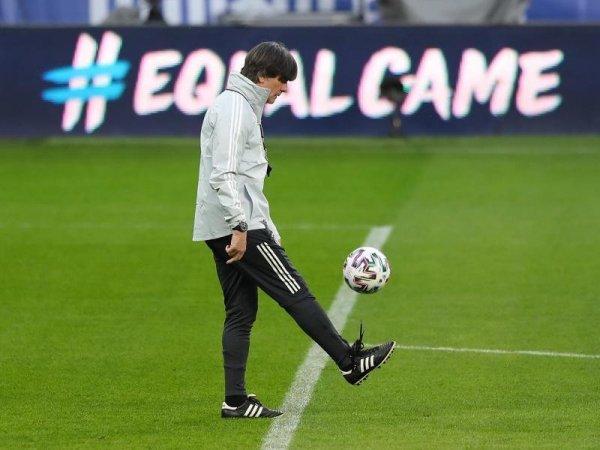 Bóng đá hôm nay 29/3: Xavi tiến cử Joachim Loew dẫn dắt Barcelona