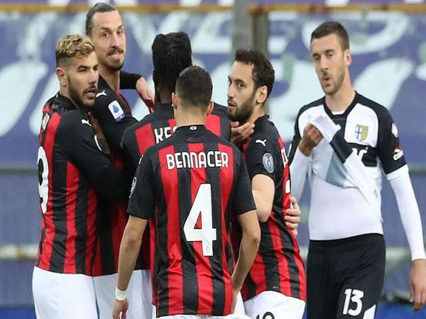 Bóng đá QT chiều 15/4: Sao Đỏ Belgrade bị phạt vì vụ Ibrahimovic